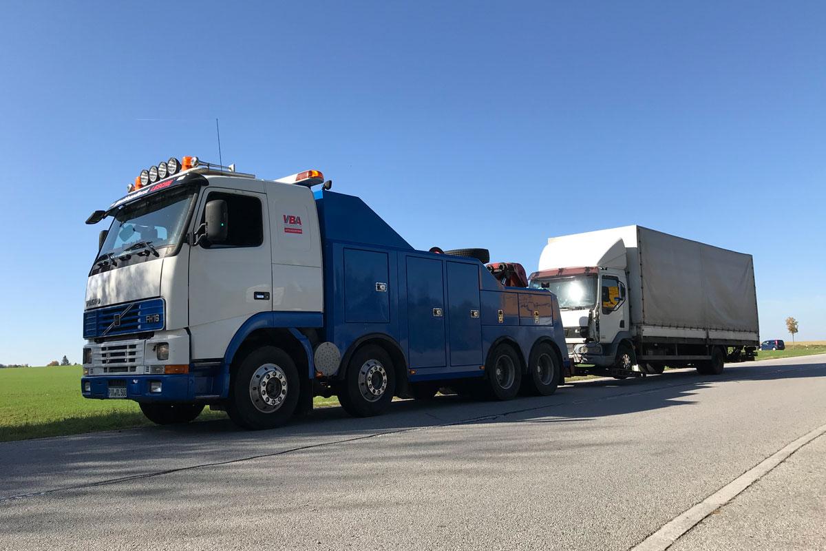 4-Achs LKW Bus Berge und Abschleppfahrzeug Volvo