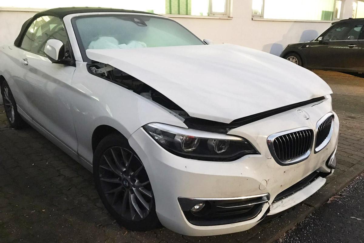 Unfallauto BMW Frontschaden Motorhaube