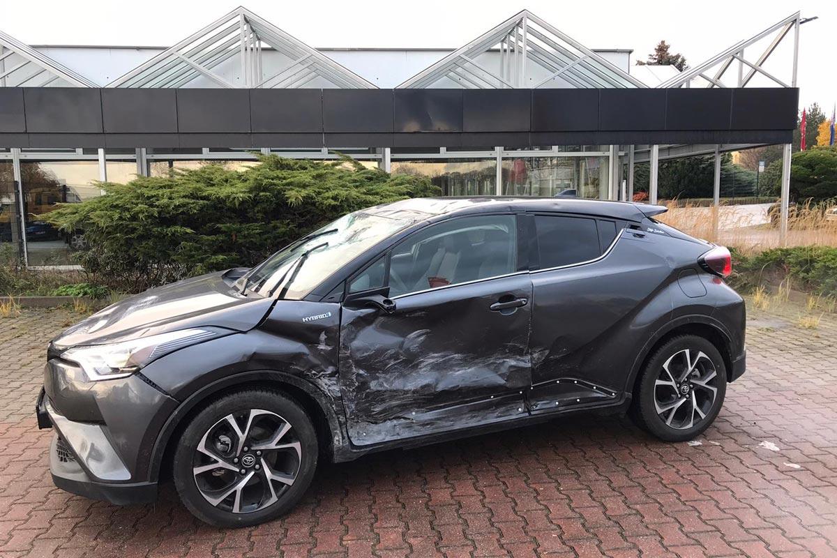 Unfallauto SUV Hyundai Hybrid